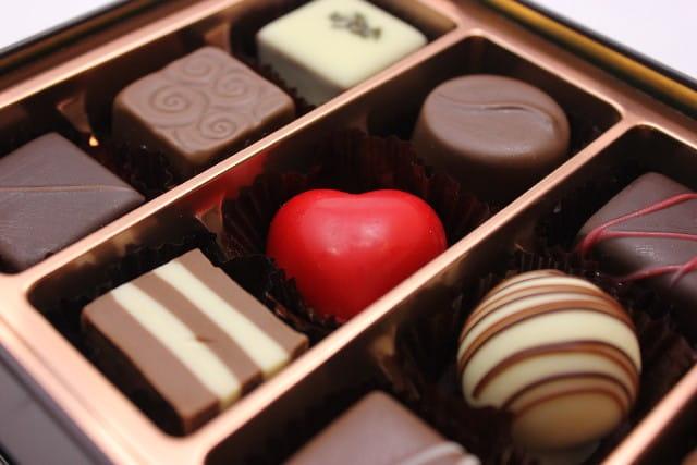 /></p> <p></p> <p></p> <p>だから「もし彼氏ができたら、一緒にイルミネーションを見に行って、ロマンチックな体験をしたい!バレンタインデーは、彼氏に豪華なバレンタインチョコを渡して喜ばせたい!」と思っていました。</p> <p></p> <p>でも、Xmas(クリスマス)まで時間がないから、焦る自分。</p> <p></p> <p>そんなときに、たった1、3か月で彼氏を作る方法がわかり、体験してみると本当にすぐ彼氏ができました。</p> <p></p> <p><img src=