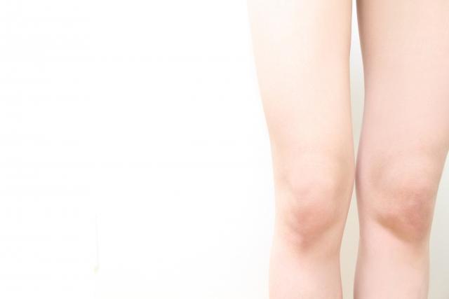 ひざの黒ずみを市販のクリームで速攻ケアする方法