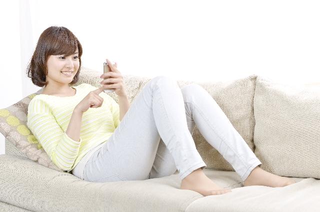自分からメッセージを送信する女性