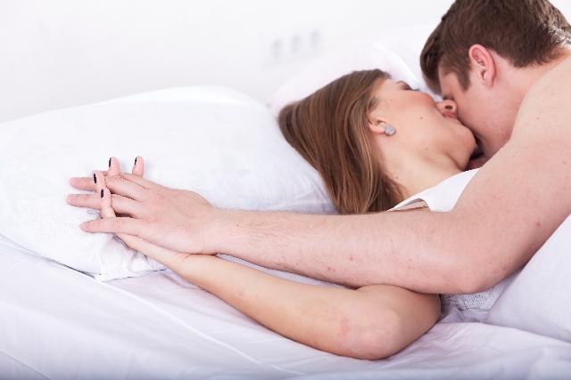 セックスするカップル